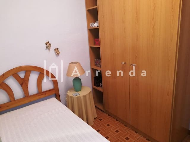 Quiet and cozy bedroom close to Atocha