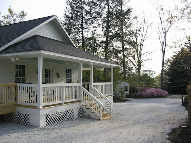 Private Cottage! Main St Trav Rest! - Travelers Rest - Casa