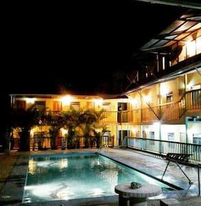 Hotel/Hostel Casa del Viento - Curime - B&B