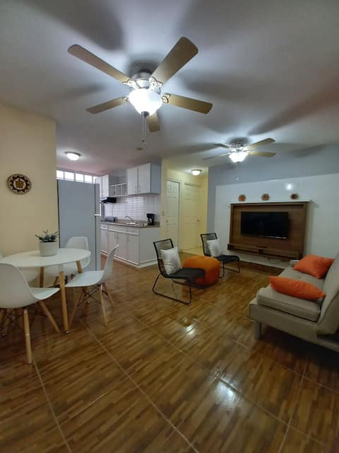 Cozy apartment 10 mins from airport just for you