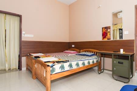 Shaheeda Standard A/C Room - Kochi