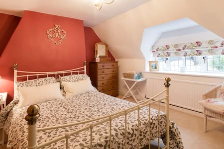 Double room in 350 year old cottage - Shippon
