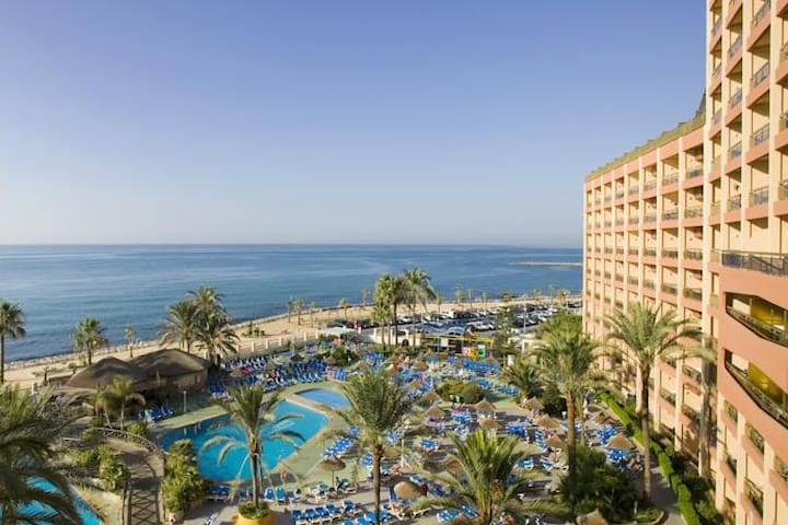 Aparthotel 4* primera linea playa Costa del Sol