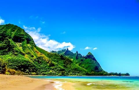NEW! North Shore Honeymoon Hideaway condo