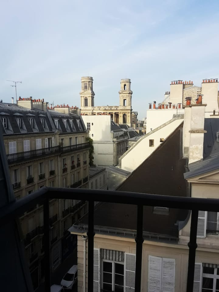 Small cozу studio in 6th district close to the Saint-Sulpice and the Luxembourg Garden