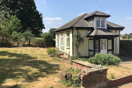 Beautiful, cosy cottage near Marlow & Cliveden