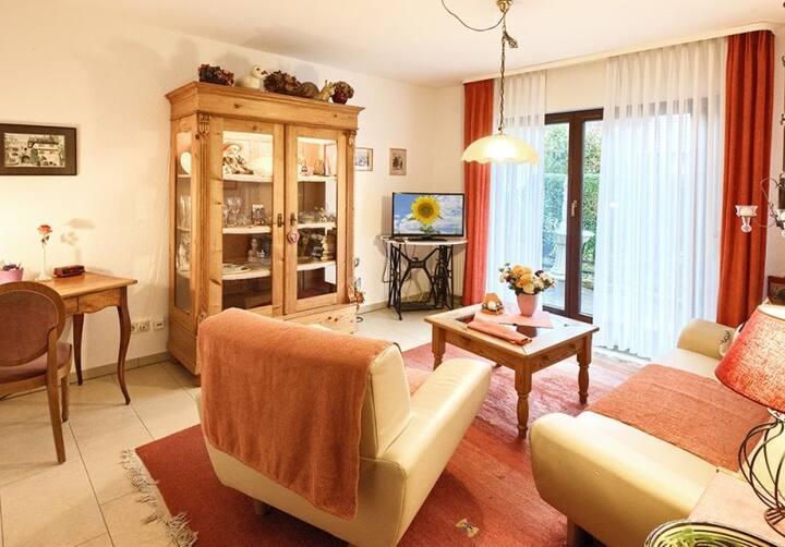 Haus Sonnenschein und Appartement am Kurpark, (Bad Krozingen), Ferienwohnung 2 mit 65 qm, 1 Schlafzimmer für maximal 2 Personen