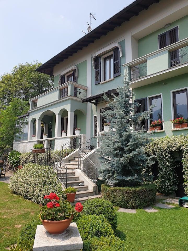 Villa, tra natura, città storiche, lago e sport