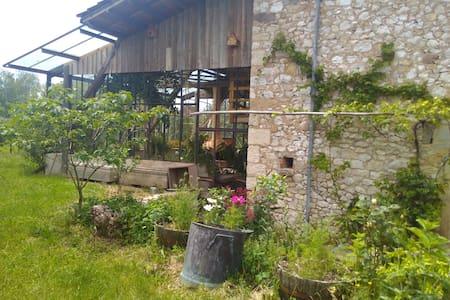 Le Broglio un lieu de vie collectif et écologique - Sonnac - Jordhus