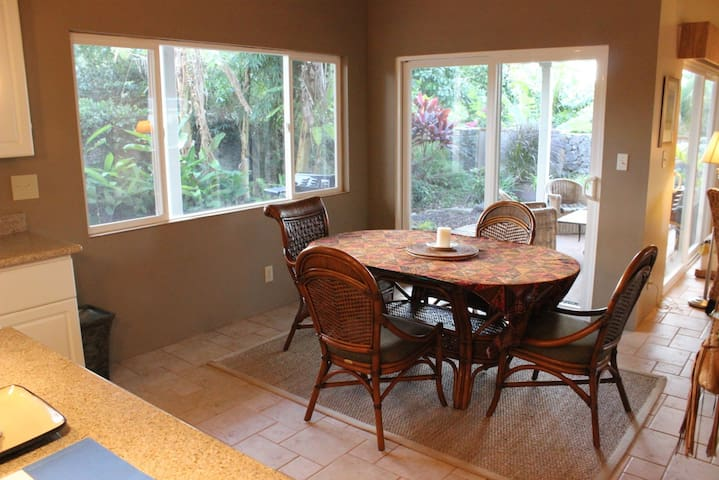 Room in Lovely Paia Home with Ocean View - Paia - Talo