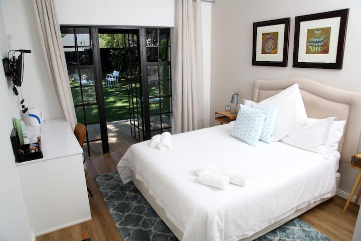 Up Market Suite in Superb Garden Oasis Sandton CBD