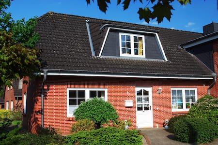 Lichtdurchflutetes Gästehaus - Wesseln bei Heide - บ้าน
