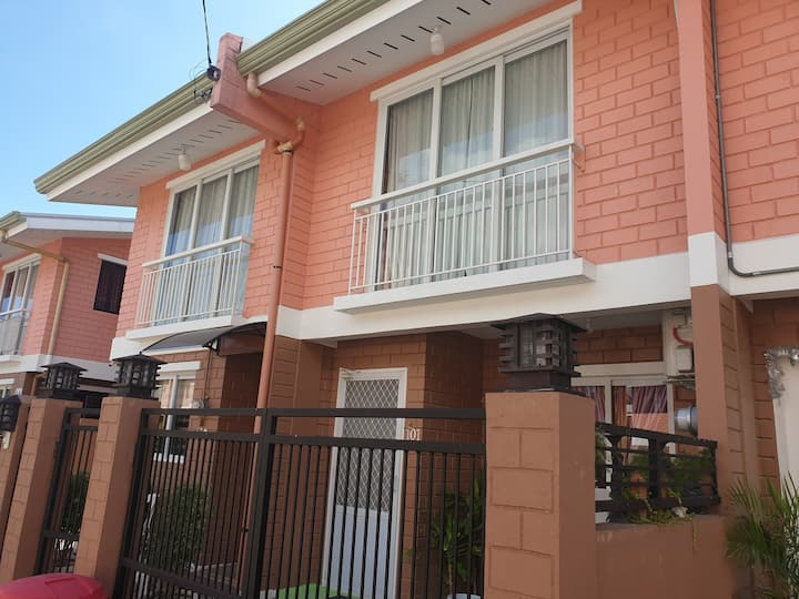Townhouse / house in Liloan, Cebu