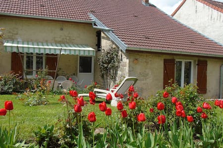 La Vieille Cabane, maison ancienne - Miéry - Haus