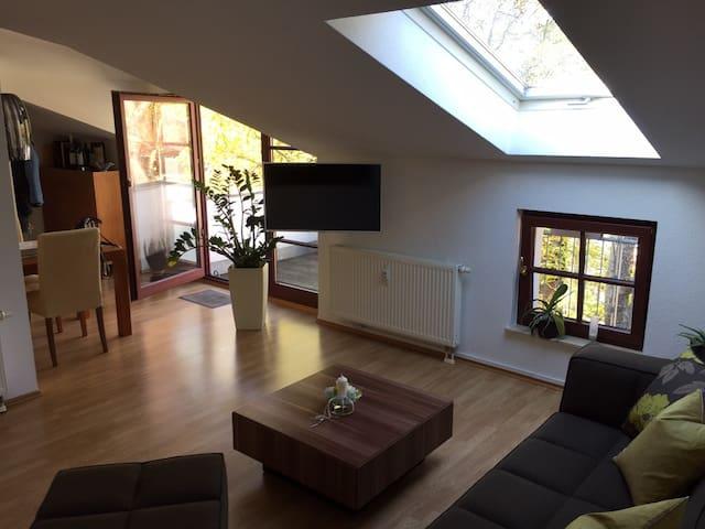 Charmante DG-Wohnung - Leipzig - Apartamento