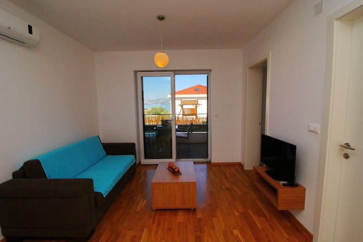 Kula - One-Bedroom Apartment with Terrace and Sea View-B2