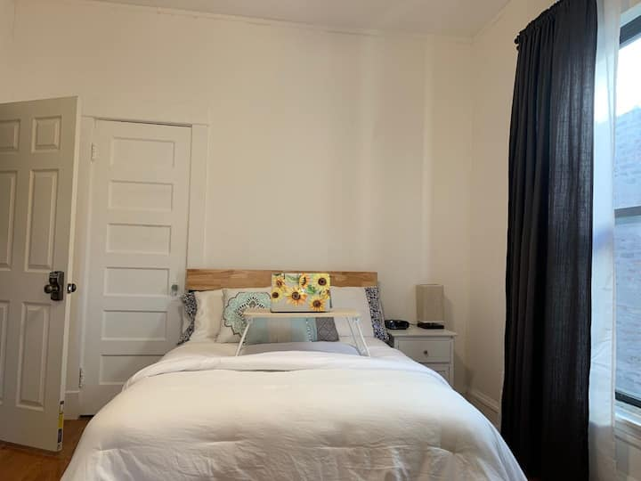 #1 Comfy&Convenient bedroom Shared bath in Uptown,