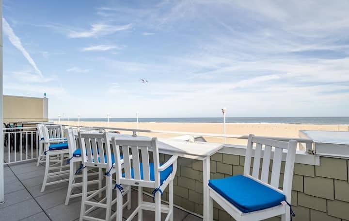 ⭐️Luxury Boardwalk Direct Oceanfront 2500 sq feet⭐️
