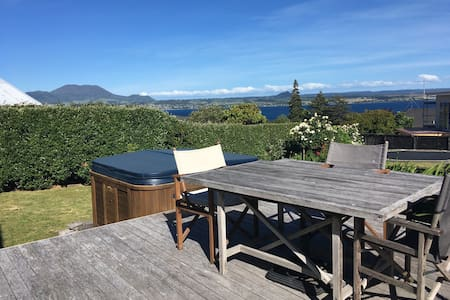 Private room in spacious house, includes breakfast - Taupo