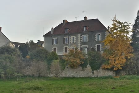 Demeure de charme dans la campagne française - Châtelus-Malvaleix
