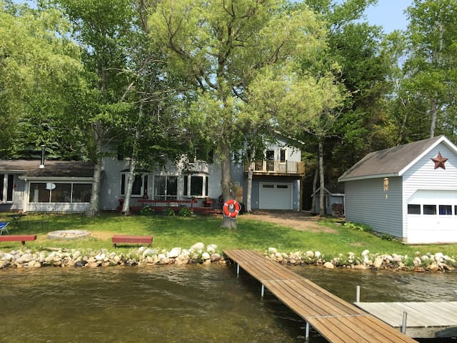 Beautiful Updated Cottage on Lake - Lake Leelanau - Σπίτι