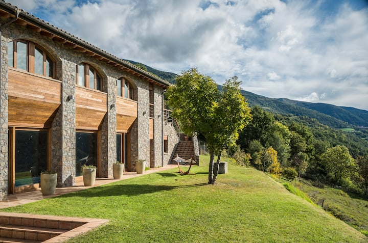 Exclusive room Alegria with views to the Pyrenees