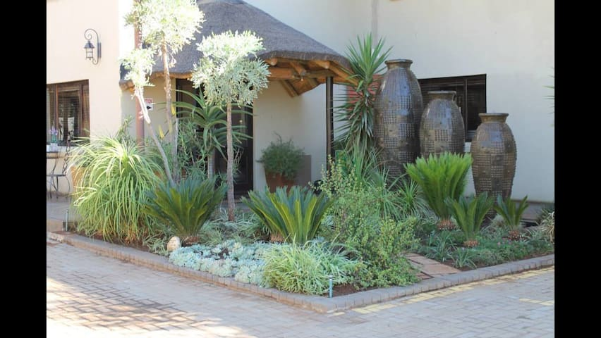 Stunning,charming Country Lodge - Bloemfontein - Bed & Breakfast
