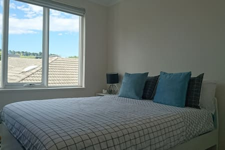 Private room in shared apartment - Surrey Hills