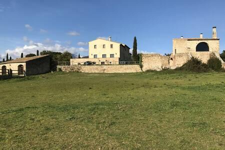 Mas Mallol, a Luxury XVIII century farmhouse - Agullana - Haus