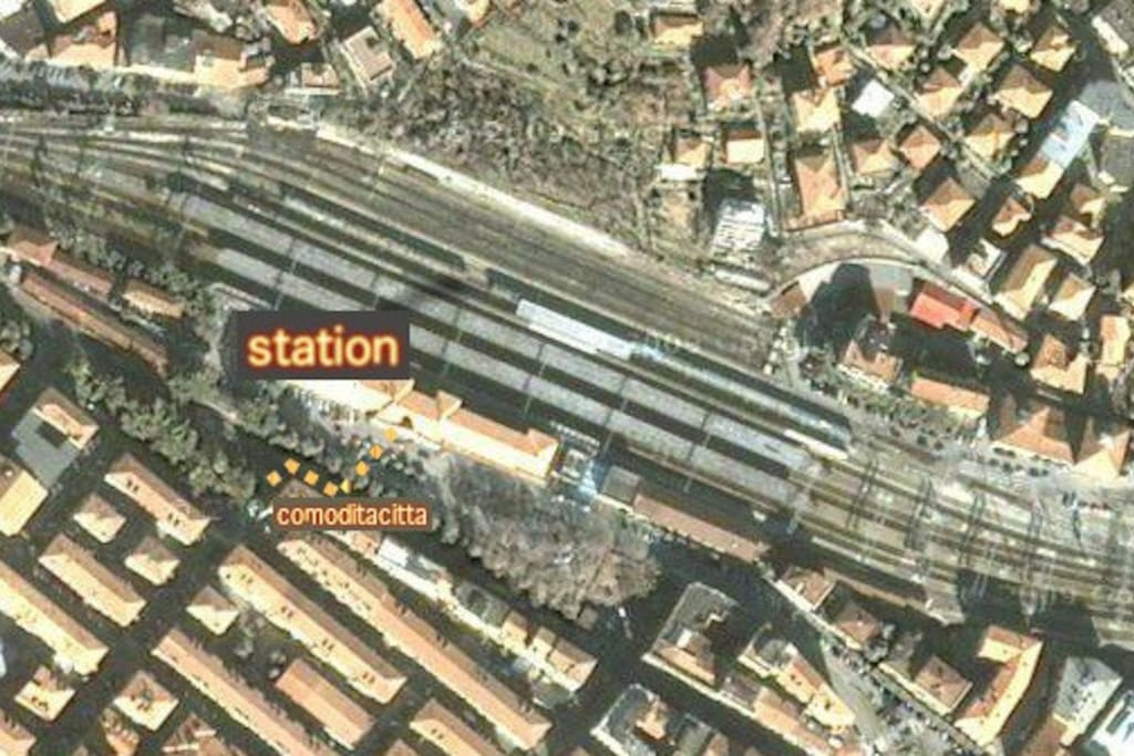 route from La Spezia central station to apartment 1 minute walk