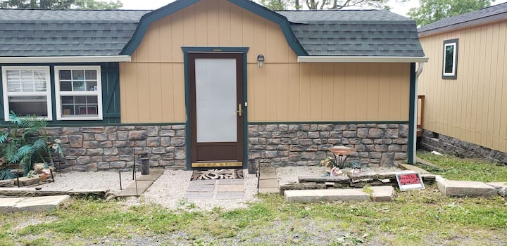 Cozy Cottage for a peaceful stay sleeps 4