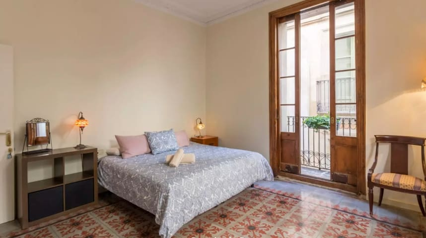 Beautiful private room in the centre of Barcelona