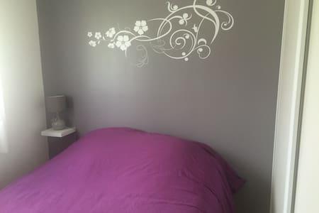 Chambre confort avec accés piscine - Sadirac - Casa