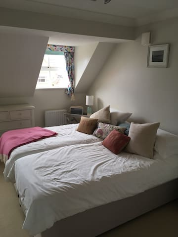Private room(s), within walking distance of Oakham