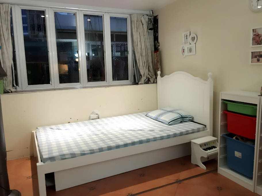 Bed 1.2m x 2m