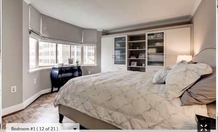 Bright 2 bedroom in great downtown Bethesda loc