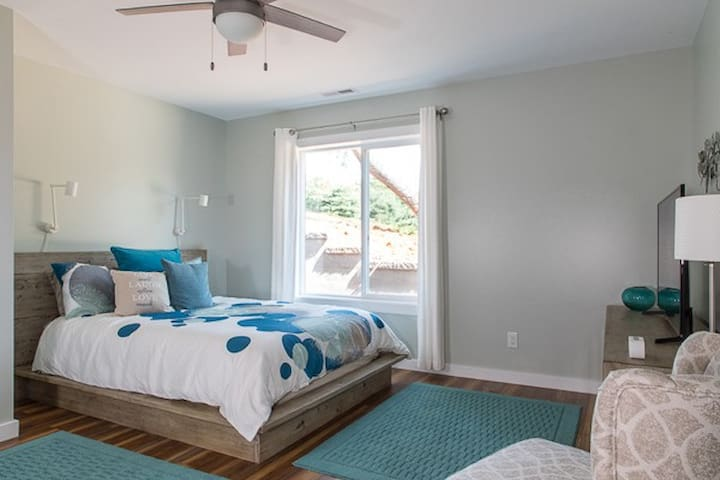Comfy queen size bedroom with en suite bathroom has plenty of room for your belongings in the dresser and full closet.  Watch the SmartTV from bed.