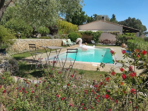 Le Tignet: quiet cottage with swimming pool