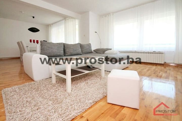 Beautiful city view 2BD apartment - Sarajevo - Apartment