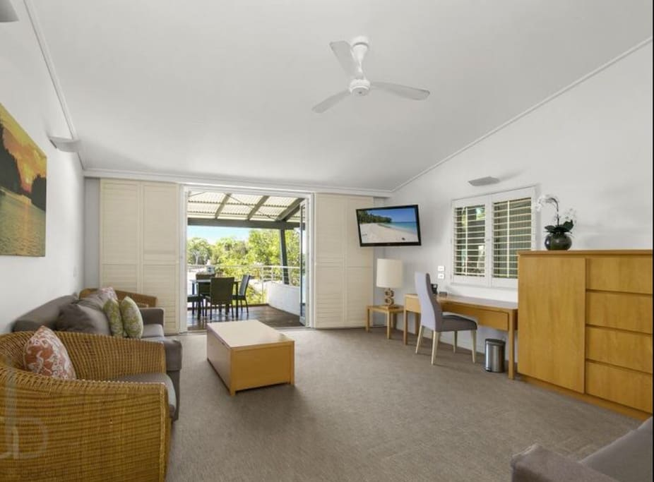 1 Bedroom Deluxe Waterfront Apartment Couran Cove Apartments For Rent In Gold Coast