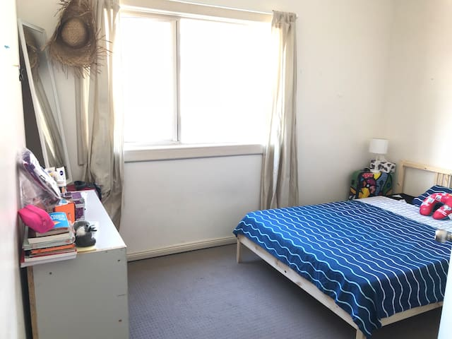 Well placed private room near CBD and everything!
