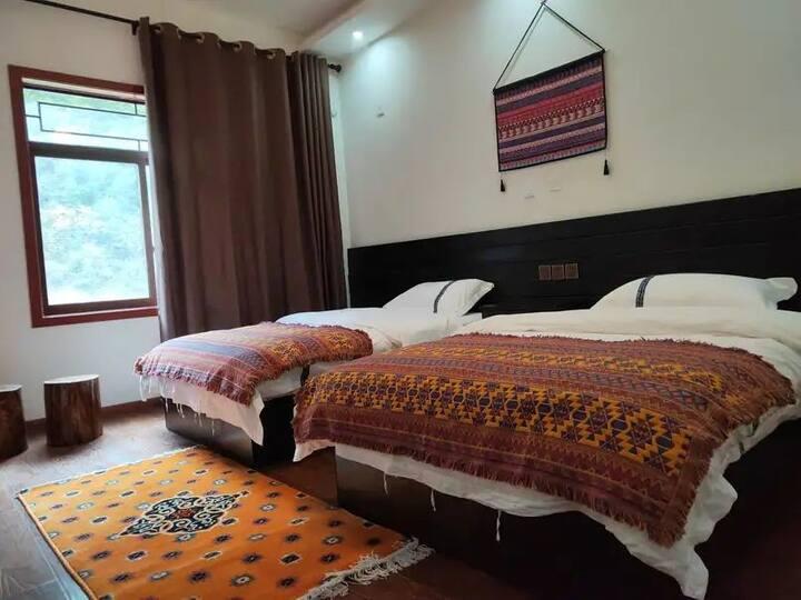 古尔沟诺日廊噶 藏式清新风 舒适双床房