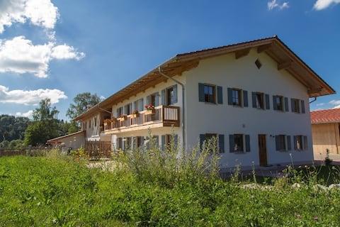Apartamento de nueva construcción en una casa de campo con estilo