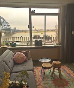 Ruim appartement direct aan de Waal - Nijmegen - Lägenhet