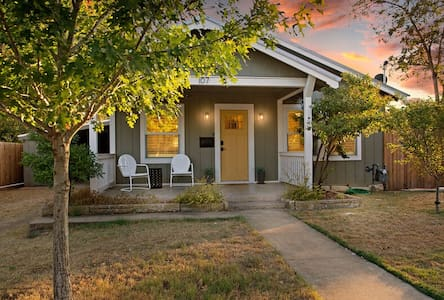 Allies Spot | 2/2 Cottage | 1 King, 1 Queen | Outdoor Hanging Bed | Pets Allowed