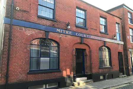 Mitre Court House, beautiful large listed building
