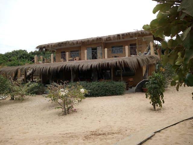 Chambre privée dans maison bord de mer.