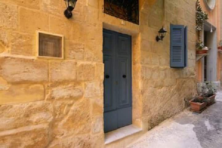 Restored Townhouse in the Valletta Center