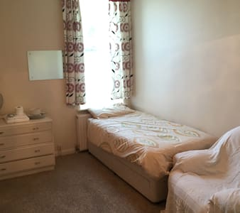 Private Rooms in a nice quiet house - Barnstaple