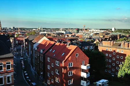 Above the city roofs of Kiel - Pis